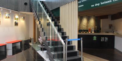 2階への階段のアップ